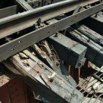 В Харькове под движущимся поездом сдетонировало взрывное устройство