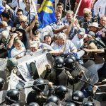 Порошенко рассказал о планах террористов на 31 августа в ходе столкновений под ВР