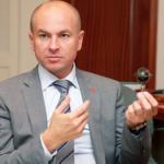 Проворный раб Фирташа Дмитрий Зинков лихо отжал банк Михайловский для Кауфмана