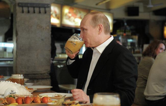 Путин лично рекламирует пиво Андрея Мацолы и его бизнес-партнера Кобзона-младшего