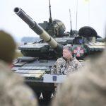 Петр Порошенко предоставил ВСУ огромную партию оружия и техники