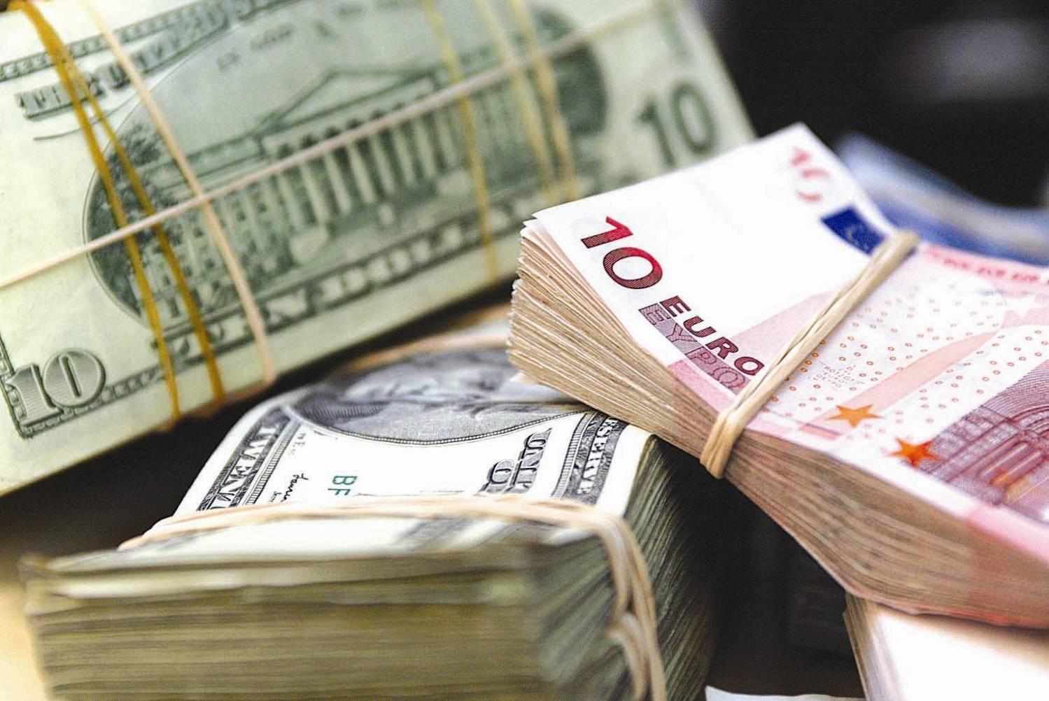 Курс доллара вАзербайджане упал ниже 1,6 маната