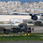 Угонщики самолета отпустили больше половины заложников на Мальте