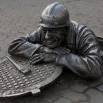 Украинец за четыре часа похитил 12 канализационных люков