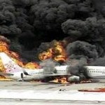 В аэропорту Нью-Йорка взорвался самолет