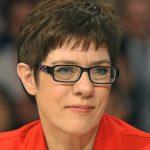 Партия Меркель празднует победу после выборов в Сааре