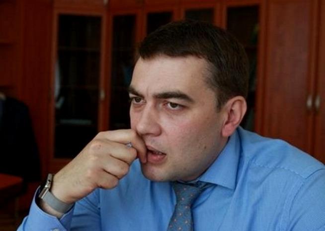 Максимка Мартынюк грызет коррумпированные ногти