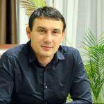 Паращенко Сергей Владимирович владеет агрофирмой «Россия-Юг» и представляется братом президента