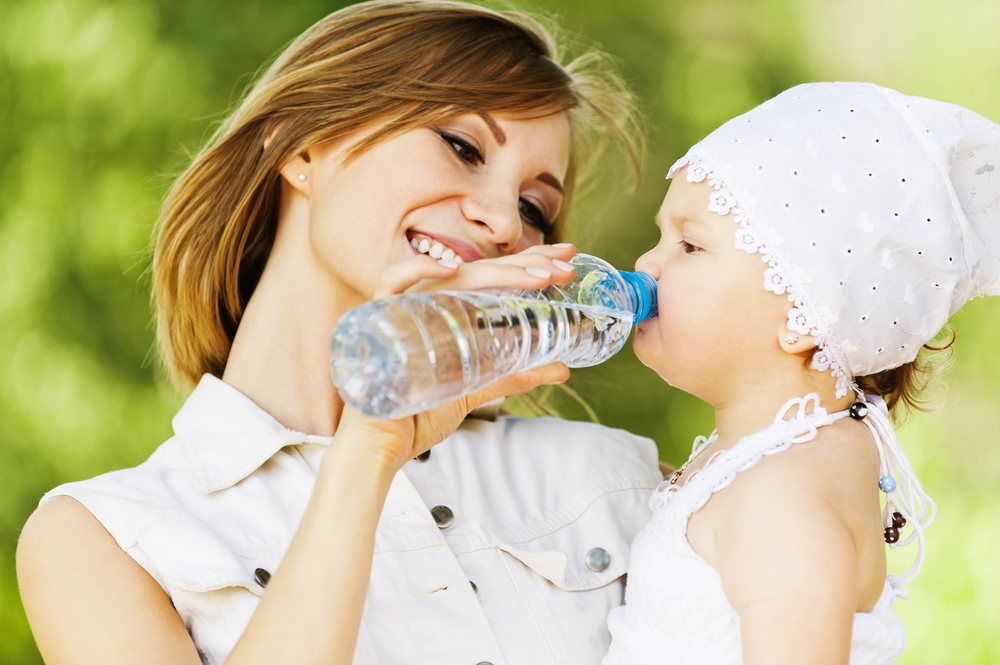 Вода из пластиковой бутылки