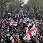 Митингующие в Тбилиси обещают добиваться отставки премьера Квирикашвили