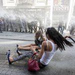 Турецкая полиция не дала провести в Стамбуле гей-парад