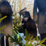 «Поляки разоряют украинские кладбища, а Президент становится перед ними на колени»