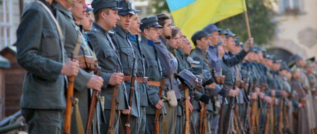 Порошенко поздравил украинцев с 98-й годовщиной провозглашения ЗУНР