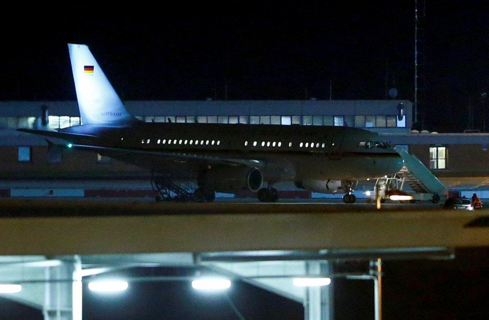 Самолет делегации ФРГ после посадки в аэропорту Кельн-Бонн 29 ноября