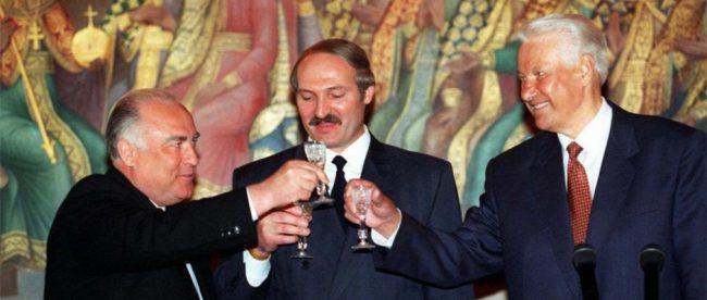 Лукашенко и Ельцин подписывают Договор об образовании Союза России и Беларуси, Москва, 1997 год