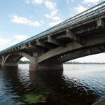 Любовь до речки довела: девушка поссорилась с парнем и прыгнула в Днепр с моста