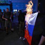 В Одессе активисты выступили против концерта российской певицы и демонстративно сожгли российский флаг