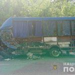 В Винницкой области автомобиль столкнулся с маршрутным такси: есть жертвы (фото)