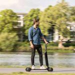 Audi объединила электрический скутер и скейтборд в одну двухместную езду