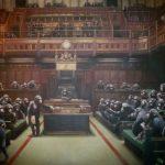 Картину Бэнкси с британскими парламентариями в виде обезьян могут продать за 2,5 млн долларов
