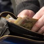Кабмин предлагает повысить минимальную зарплату в Украине