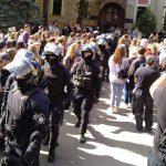 В Харькове проходит первый ЛГТБ-марш