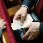 За месяц на зарплату депутатам ВР из госбюджета ушло 18 миллионов гривен