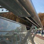 На «мосту Кличко» разбилось еще одно стекло (ВИДЕО)