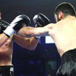 Украинец Гвоздик проиграл российскому боксеру Бетербиеву и лишился пояса WBC (ВИДЕО)