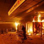 В Чили массовые беспорядки из-за подорожания метро: студенты поджигают и крушат станции (ФОТО)