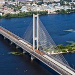 В Киеве 3 парней залезли на Южный мост ради фото