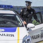 Чиновник Хмельницкой области привязал собаку к машине и тащил по дороге. Уголовное дело против него уже открыли
