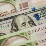 Курс доллара на рынке опустился ниже 24 грн впервые с января 2016 года