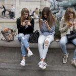 Instagram обучает искусственный интеллект находить оскорбительные комментарии