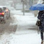 Из-за обещанного снегопада в Украине перекрывают дороги