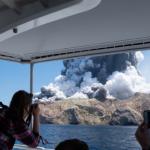 Извержение вулкана в Новой Зеландии: погибли 17 человек, тела 2 не нашли