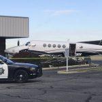 17-летняя девушка угнала самолет и врезалась в ограду. Ее арестовали
