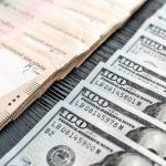 За один день НБУ выкупил с валютного рынка 700 млн долларов