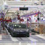 Китай приказал закрыть завод Tesla в Шанхае из-за опасений, связанных с коронавирусом