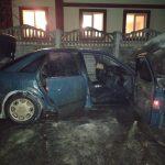 Во дворе под Харьковом по неизвестной причине сгорела «Audi 100» (фото)