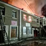 В Песочине почти восемь часов тушили горящую двухэтажку (фото)