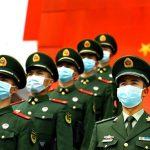 В Китае от коронавируса умерли более тысячи человек. Некоторых чиновников отстранили