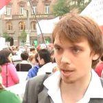 Премьер Гончарук в молодости участвовал в митинге на Банковой (видео)