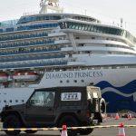 США эвакуируют своих граждан с карантинного лайнера в Японии
