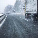 Сильные порывы ветра и снег: на Харьков движется циклон