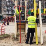 В Харькове коммунальщики принимают заявки на ремонт детских площадок