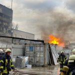 Пожар в Киеве: загорелся склад с химическими отходами, но опасные вещества в воздухе не обнаружены