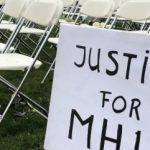 Родственники жертв МН17 провели акцию перед посольством России в Гааге