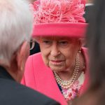 Коронавирус проник в Букингемский дворец — заразился помощник королевы