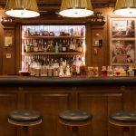 Во Франции закрывают магазины, бары и рестораны. Жителям говорят сидеть дома